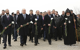 On Army Day, PM Nikol Pashinyan visits Yerablur Pantheon