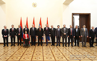 Government members sworn in at Presidential Palace