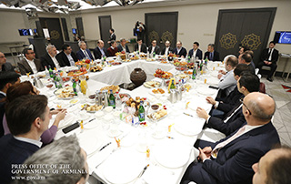 Prime Minister Pashinyan holds working breakfast with IT industry representatives