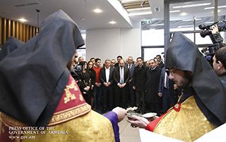 """Премьер-министр Никол Пашинян присутствовал на церемонии открытия отеля """"Holiday Inn Express"""""""