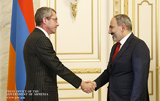 Nikol Pashinyan receives Frank Engel