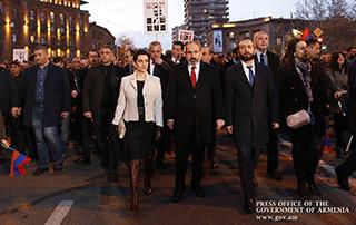 Վարչապետի գլխավորությամբ անցկացվել է մարտիմեկյան զոհերի հիշատակին նվիրված երթ