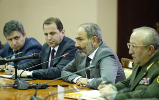 Prime Minister Nikol Pashinyan introduces newly appointed Defense Minister David Tonoyan to senior Army staff