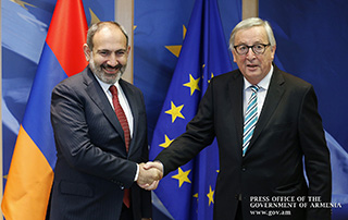 """""""The EU will continue supporting Armenian reforms under the More for More principle"""" - Armenian Prime Minister and the European Commission President discuss issues of bilateral agenda"""