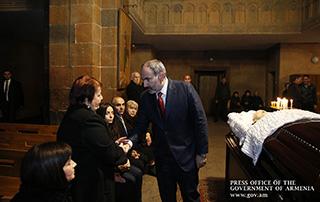 Nikol Pashinyan attends Requiem Service for Suren Harutyunyan