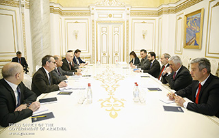 Nikol Pashinyan, Suma Chakrabarti discuss directions of cooperation between the Armenian Government and the EBRD