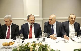 Le Premier ministre a discuté des mesures à prendre pour améliorer l'environnement des affaires avec des entrepreneurs