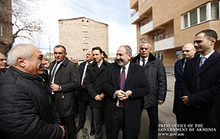 Nikol Pashinyan attends inauguration of Grand Holding-built residential building