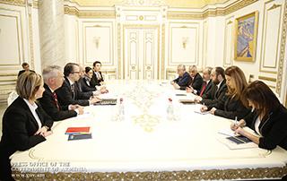 Des questions liées à l'élargissement de la coopération entre le Gouvernement arménien et la Banque Allemande de Développement ont été discutées