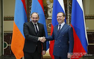 Nikol Pashinyan a eu une conversation téléphonique avec Dmitri Medvedev