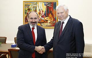Премьер-министр принял личного представителя действующего председателя ОБСЕ Анджея Каспршика