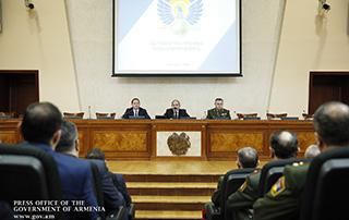 Премьер-министр встретился с участниками оперативного сбора руководящего состава Вооруженных сил