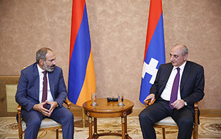 Nikol Pashinyan holds phone conversation with Bako Sahakyan