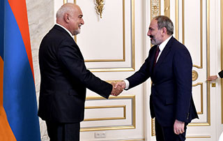 PM welcomes Varuzhan Voskanyan and representatives of the Armenian community of Romania