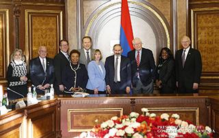 Премьер-министр принял делегацию конгрессменов США
