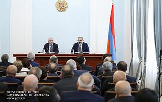 Премьер-министр Пашинян провел встречу с членами Общественного совета