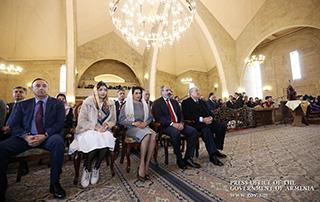 Никол Пашинян присутствовал на Святой Пастырской литургии по случаю праздника Святой Пасхи