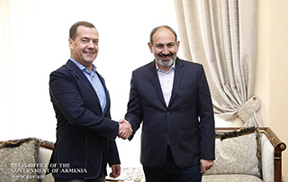 PM Nikol Pashinyan meets with RF Premier Dmitry Medvedev