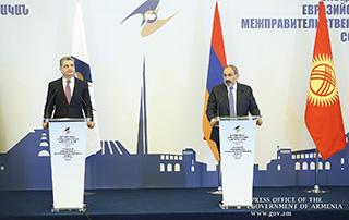 Никол Пашинян и Тигран Саркисян провели совместную пресс-конференцию после заседания Межправительственного совета ЕАЭС