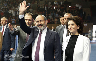 Prime Minister attends Labor Day-dated gala event