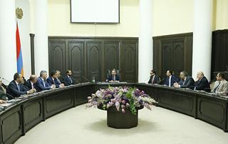 Nikol Pachinyan a présenté à l'administration du gouvernement les vice-premiers ministres nouvellement nommés