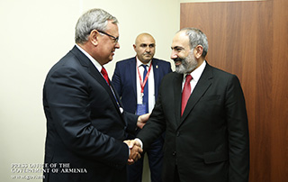 Nikol Pashinyan meets with VTB Bank President Andrei Kostin