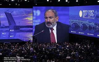 Nikol Pashinyan attends plenary session at St. Petersburg International Economic Forum