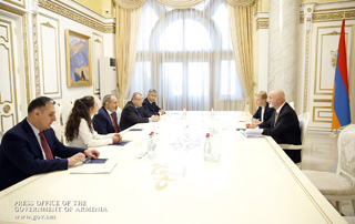 PM, RyanAir representatives discuss prospects for Irish carrier's involvement in Armenia