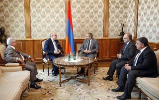 Премьер-министр принял членов центрального правления АОСС