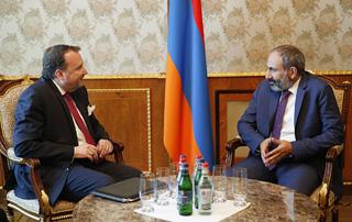 Nikol Pachinyan et Richard Mills discutent de questions liées aux relations arméno-américaines