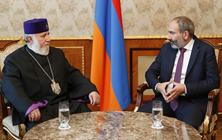 Nikol Pashinyan hosts Catholicos of All Armenians