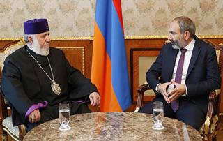 Nikol Pashinyan hosts Catholicos of All Armenians