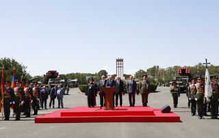 PM attends First Armenian Republic and Heroic May Battles 100th anniversary celebrations in Sardarapat