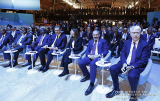 Nikol Pashinyan attends Second Paris Peace Forum; PM hands Armenian book to Forum Library