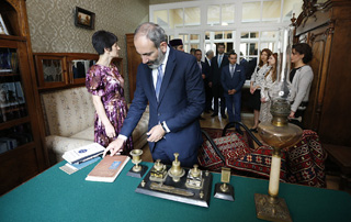 Nikol Pashinyan visits Hovhannes Tumanyan House scientific-cultural center in Tbilisi