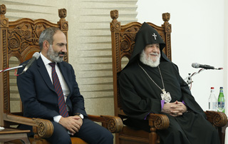 Nikol Pashinyan meets with Supreme Spiritual Council and bishopric class annual meeting participants