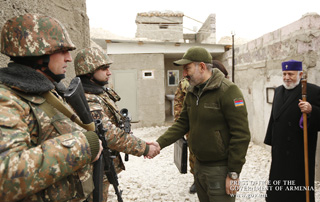 Nikol Pashinyan, Anna Hakobyan and Catholicos of All Armenians visit army unit ahead of Holiday Season
