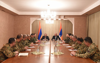 Nikol Pashinyan, Bako Sahakyan hold consultation with Armed Forces leadership