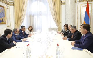 PM discusses pan-Armenian programs with AAA delegation
