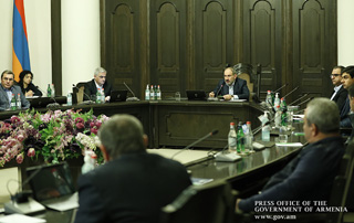 "Georgia, Russia to provide a ""green zone"" for Armenian freight - PM meets with large companies' top executives"