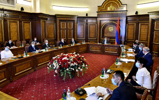 Progress in Kaps reservoir construction project discussed by PM Pashinyan