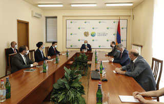 PM introduces newly appointed Minister Romanos Petrosyan to Ministry of Environment staff