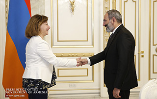 Nikol Pashinyan receives Lebanese ambassador to Armenia