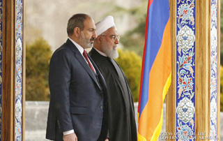 Prime Minister Pashinyan briefs Hassan Rouhani on Turkey's involvement in hostilities