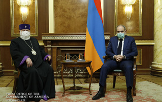 Prime Minister Pashinyan meets with Catholicos of All Armenians