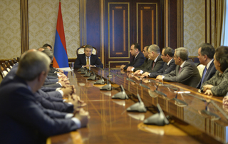 Government Holds Extraordinary Cabinet Meeting
