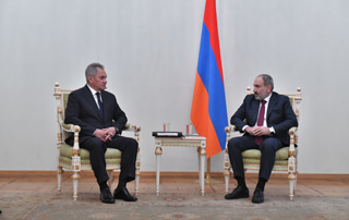 PM meets with Russian Defense Minister