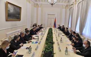 """Russia reaffirms support for fraternal Armenian people"" - PM receives Russian government delegation"