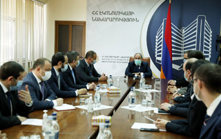 PM introduces newly appointed Minister to the staff of the Ministry of Economy