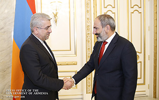 Никол Пашинян обсудил с Резой Ардаканианом вопросы расширения армяно-иранских экономических связей